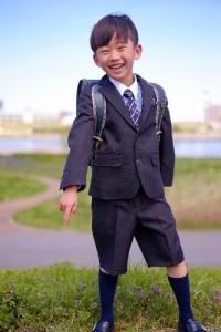 小学校の入学式での服装で男の子のズボン