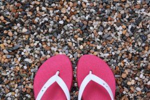 バーベキューの服装 女性の夏の足元